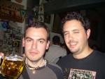 Iván y Guille con sus cervezas de medio litro
