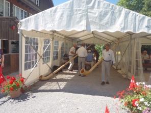 Preparados para tocar el Alphorn
