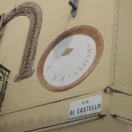 reloj solar en Piazza Matteotti